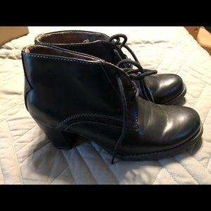 Naturalizer Black leather tie shoes